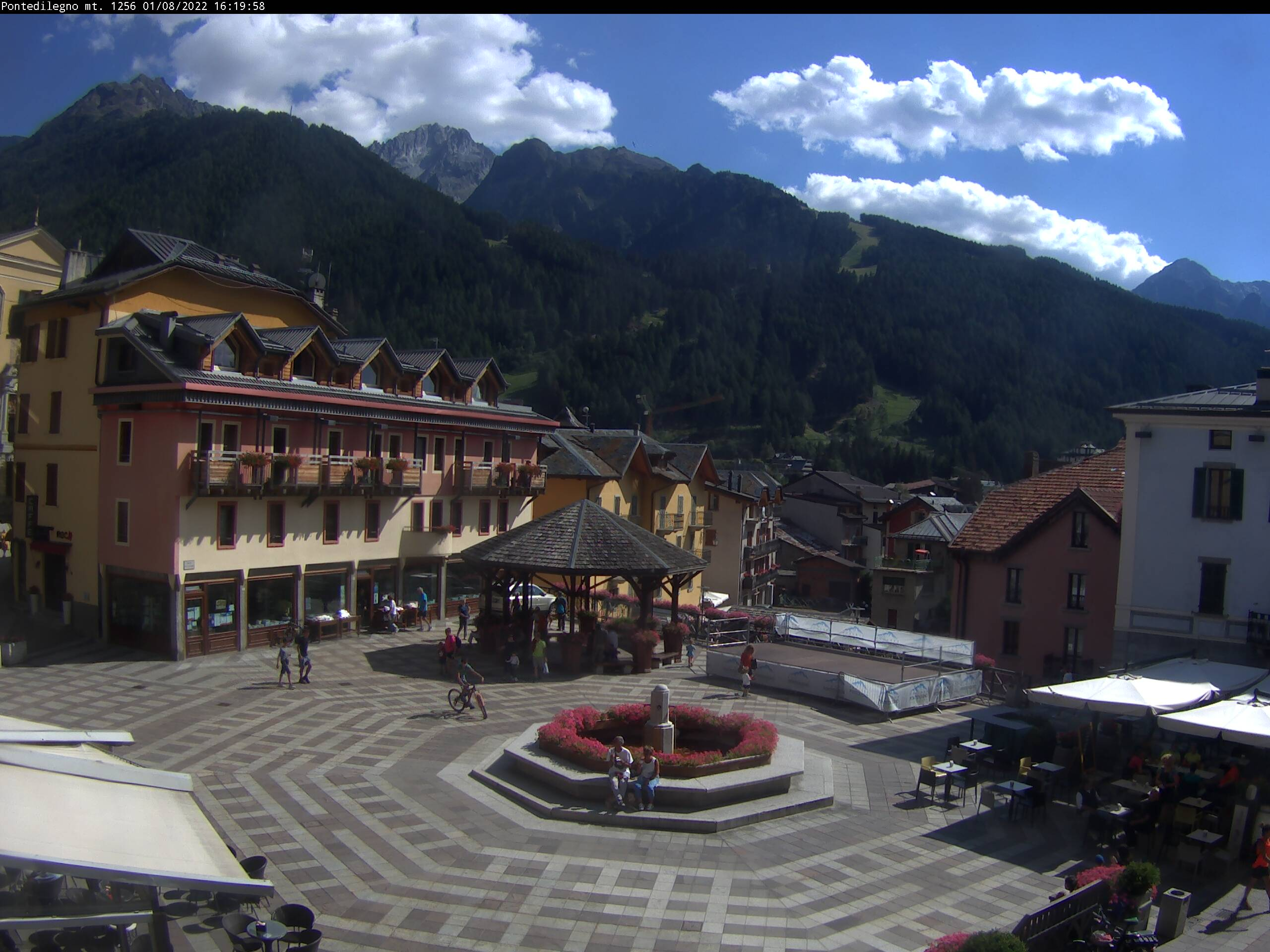 Ponte di Lengo webcam - village main square